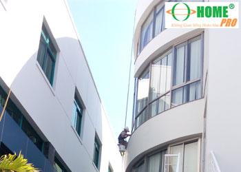 Dịch vụ lau kính mặt ngoài toà nhà cao tầng-homepro