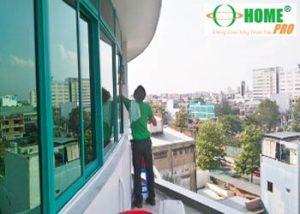 Dịch vụ lau kính văn phòng-homepro