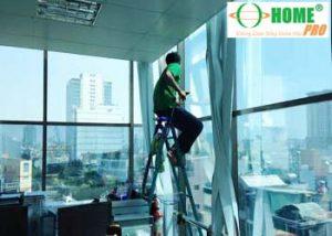 Dịch vụ dán phim cách nhiệt kính văn phòng-homepro